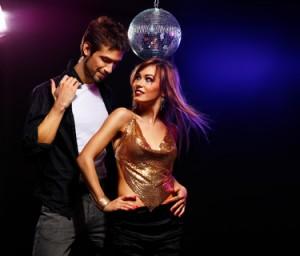 Mann und Frau tanzen sexy