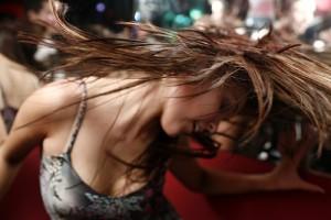 dance_musik_haare_schütteln