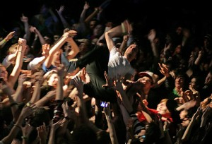 Menschen auf einer Rave
